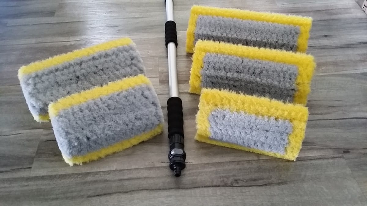busy-bee-brushware-wash-brush-and-water-fed-pole